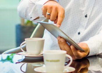 De koppeling tussen Shiftbase en de salarissoftware Personeel en Salaris Online (Nmbrs) werkt tijdsbesparend!